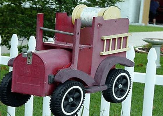 Почтовый ящик стал пожарной машиной
