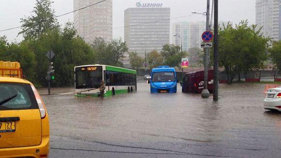 Проливной дождь обрушился на столицу в ночь на 15 августа