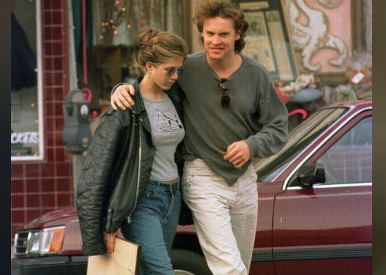 На фото: молодая Дженнифер Энистон и Тэйт Донован