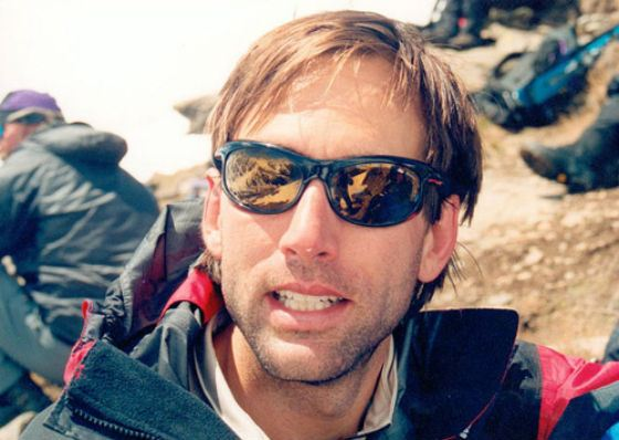 в 2001 Эверест покорил абсолютно слепой человек