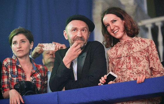 Сергей Шнуров и Софико Шеварнадзе (слева) будут вести ток-шоу на Первом