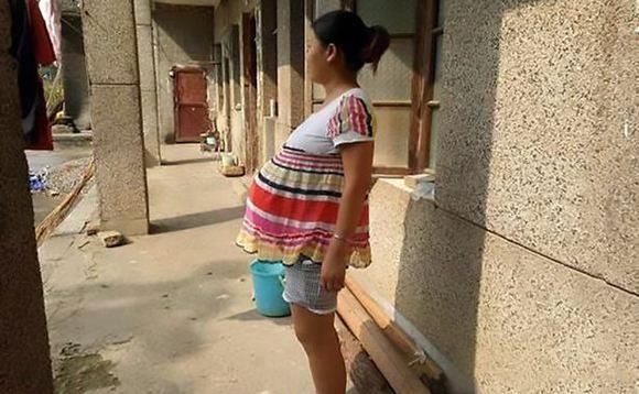 Китаянка по имени Ван Ши носит ребенка уже 17 месяцев