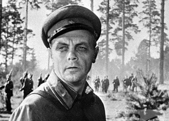 Кирилл Лавров в фильме «Живые и мертвые»
