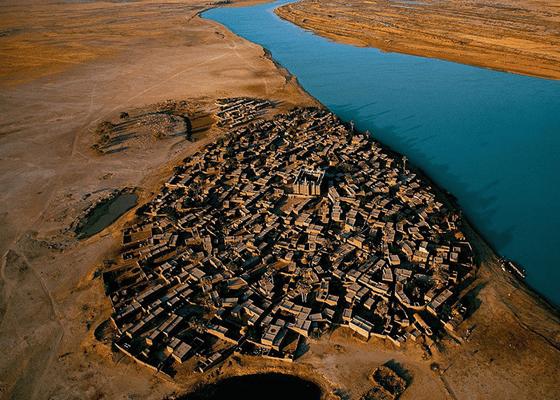 Деревня на берегу реки Нигер