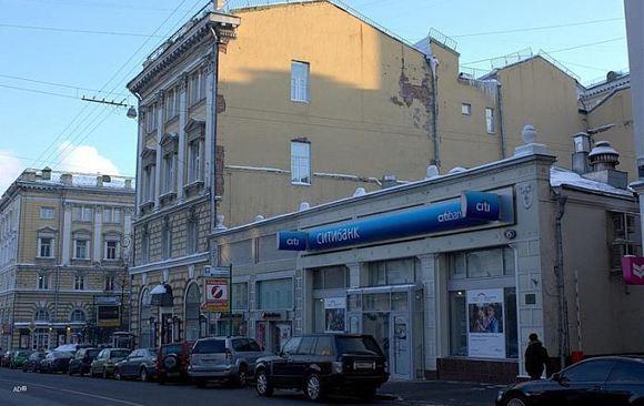 Мужчина захватил и угрожает взорвать отделение «Ситибанка» в Москве