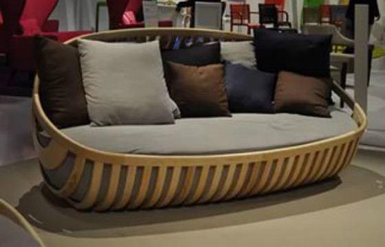 Поменять обивку у такого дивана не составит труда