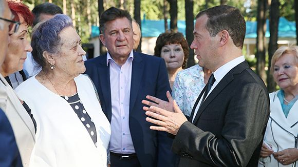 Медведев: Единовременная выплата лучше индексации пенсий