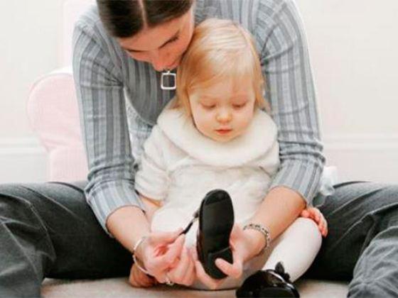 Каждая мама знает как тяжело выбрать маленькому ребенку подходящую обувь