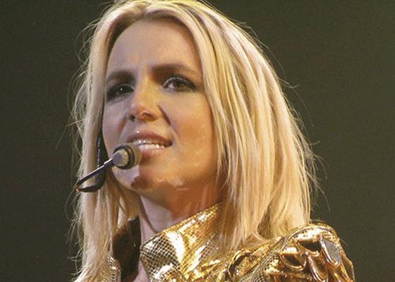 После того как Бритни Спирс сбрила волосы в 2007 году, они были выставлены на аукцион за $ 1 млн.