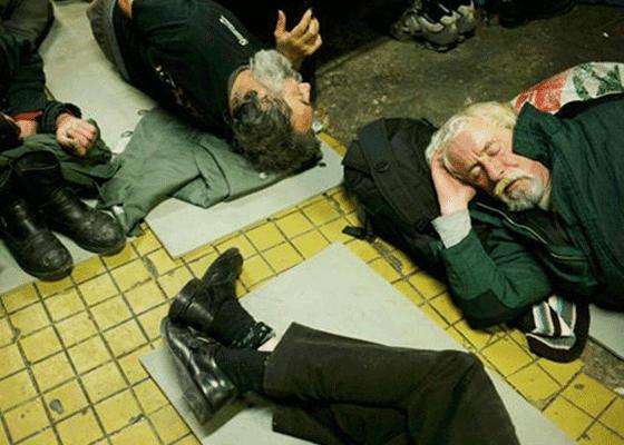 Будапешт, Венгрия - 10000 бездомных. Венгерское правительство приняло закон, предусматривающий уголовную ответственность за бродяжничество. На сегодняшний день, около 6000 из бездомных живут в приютах Будапешта.