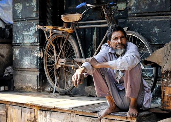 Мумбай, Индия - 25000 человек, которые спят на улицах каждую ночь.