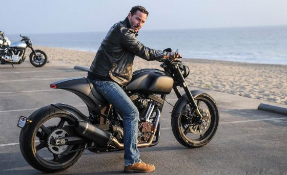 Киану Ривз обожает мотоциклы и быструю езду