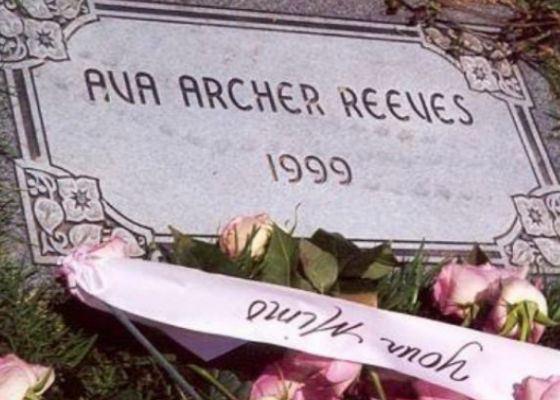 Дочь Киану Ривза умерла за неделю до родов