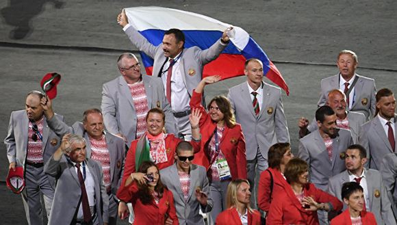 Андрея Фомочкина, который пронес российский флаг в Рио, отстранили от Игр