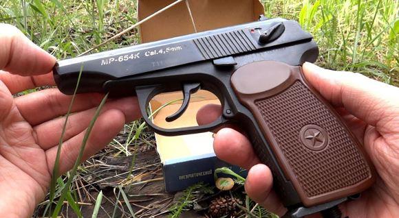 В Екатеринбурге сын полицейского расстрелял школьниц из «пневматики»