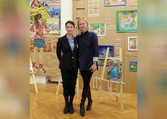 Чулпан Хаматова и Дина Корзун на открытии благотворительной выставки «Подари жизнь»