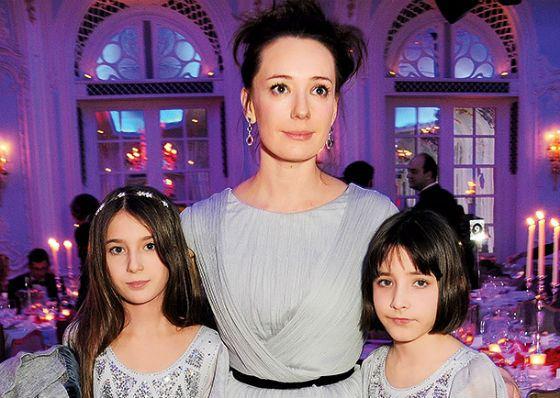 Старшие дети Чулпан Хаматовой: Арина и Ася