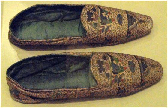 Человеческая кожа нередко шла на изготовление обуви
