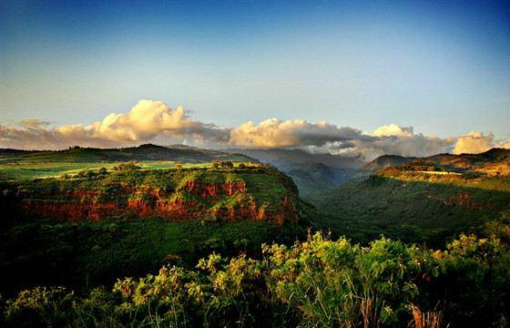 Разноцветные горы особенно красивы на закате