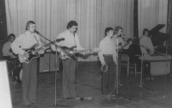 Первые концерты Олега Газманова выпали еще на школьное время