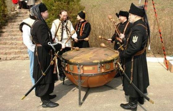 Звук боевого барабана способен вдохновлять и наводить ужас