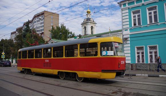 В столице трамвай сбил женщину, засмотревшуюся в телефон