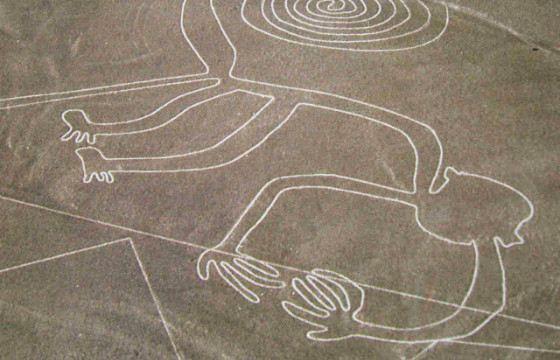 Рисунки нанесены на поверхность путём выемки грунта