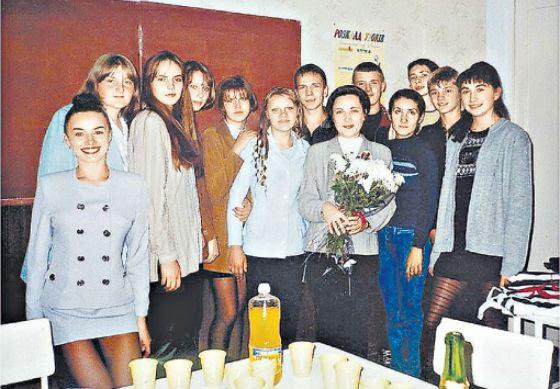 Школьное карточка Надежды Грановской (крайняя слева)