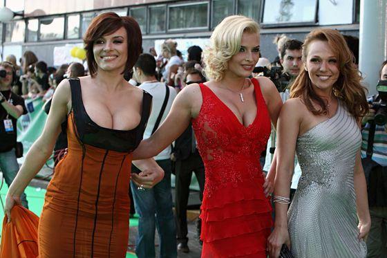 В 2009 Надежда Грановская вернулась в «ВИА Гру»
