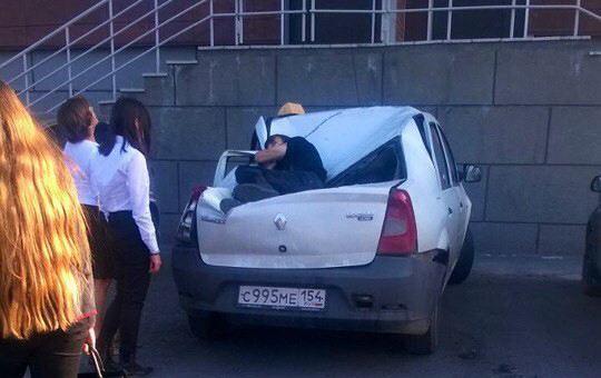 Новосибирский старшеклассник упал с 23-го этажа и выжил