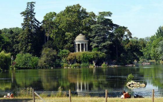 Под «нудистскую» зону хотят отдать участок в Булонском или Венсенском лесу