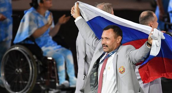 Андрей Фомочкин, пронесший российский флаг на Паралимпиаде, получит квартиру