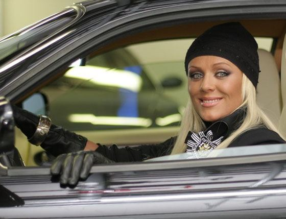 Юлия Началова за рулем своего автомобиля