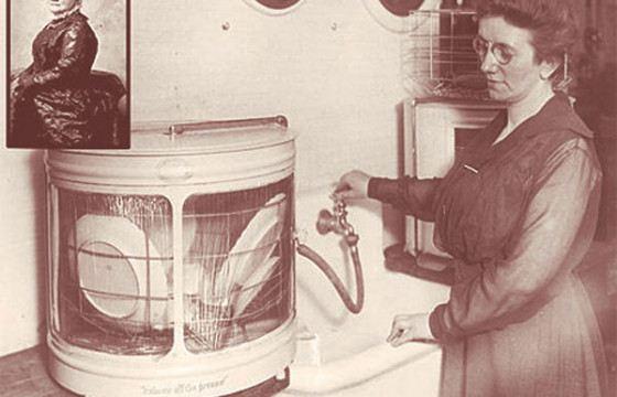 Первая посудомоечная машина была с ручным приводом