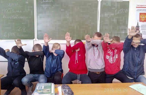 В Ростовской области набирает обороты скандал с «зигующими» школьниками