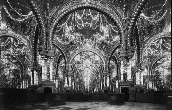 Пустой зал Дворца иллюзий