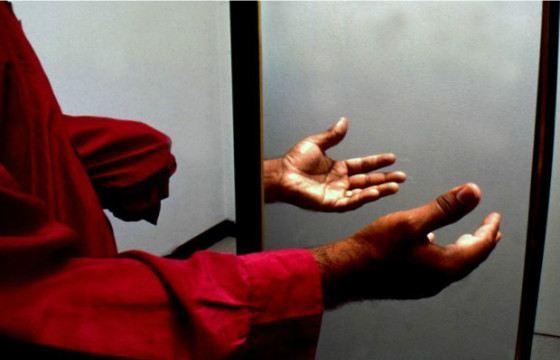 Зеркальная терапия помогает справиться с фантомными болями