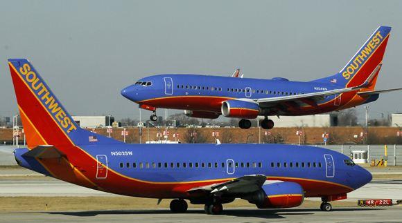 В США пассажиров эвакуировали из самолета из-за перегревшегося смартфона
