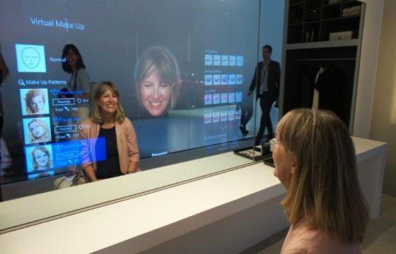 «Умное» зеркало может взаимодействовать с человеком