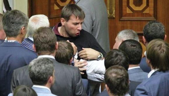 Владимир Парасюк заявил, что работающие в РФ украинцы не должны возвращаться