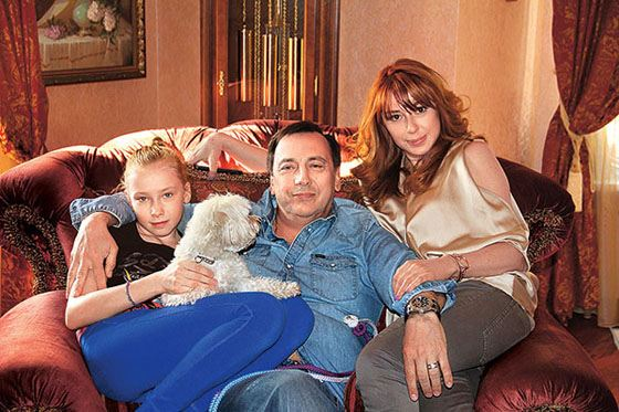 Алена Апина с мужем и дочкой