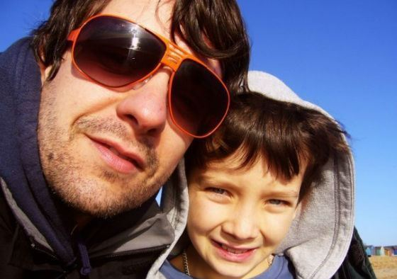 A very young Asa Butterfield and his father