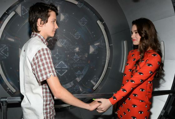 Asa Butterfield and Hailee Steinfeld on the set of «Ender's Game»