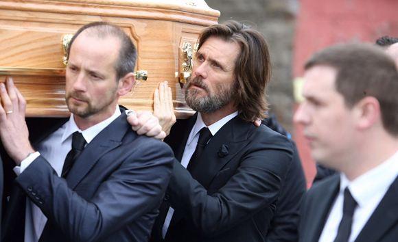 Джим Керри на похоронах возлюбленной