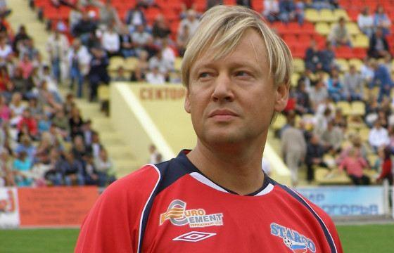 Дмитрий Харатьян любит играть в футбол