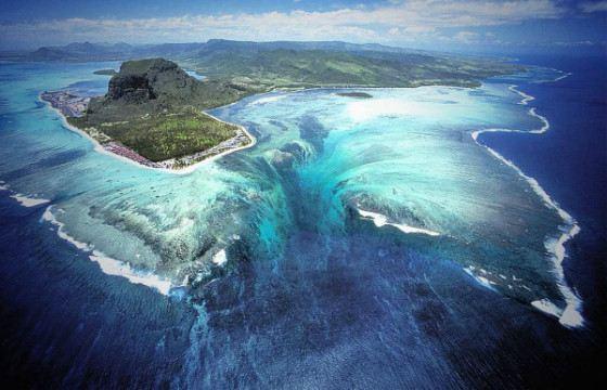 На Земле много чудес. Есть и подводные водопады