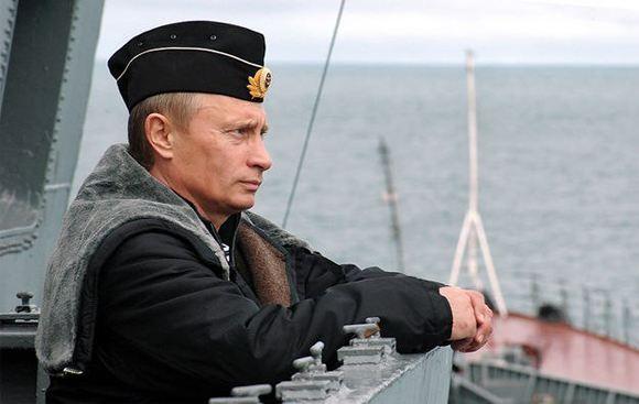 В Крыму хотят установить памятник Путину в образе капитана