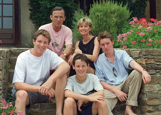 Eddie Redmayne's family: his parents and brothers