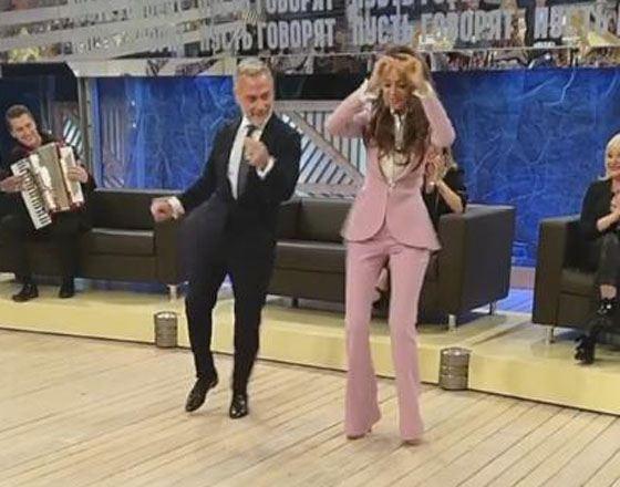 Анна Калашникова и Джанлука Вакки танцуют