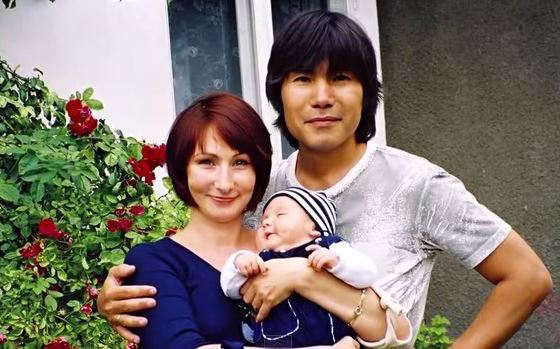 Биография Батырхана Шукенова - Российские актеры.